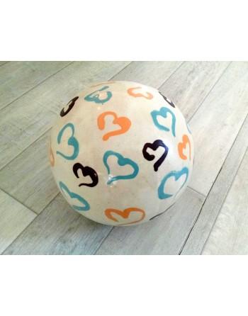 Sphère décorative avec motifs coeurs